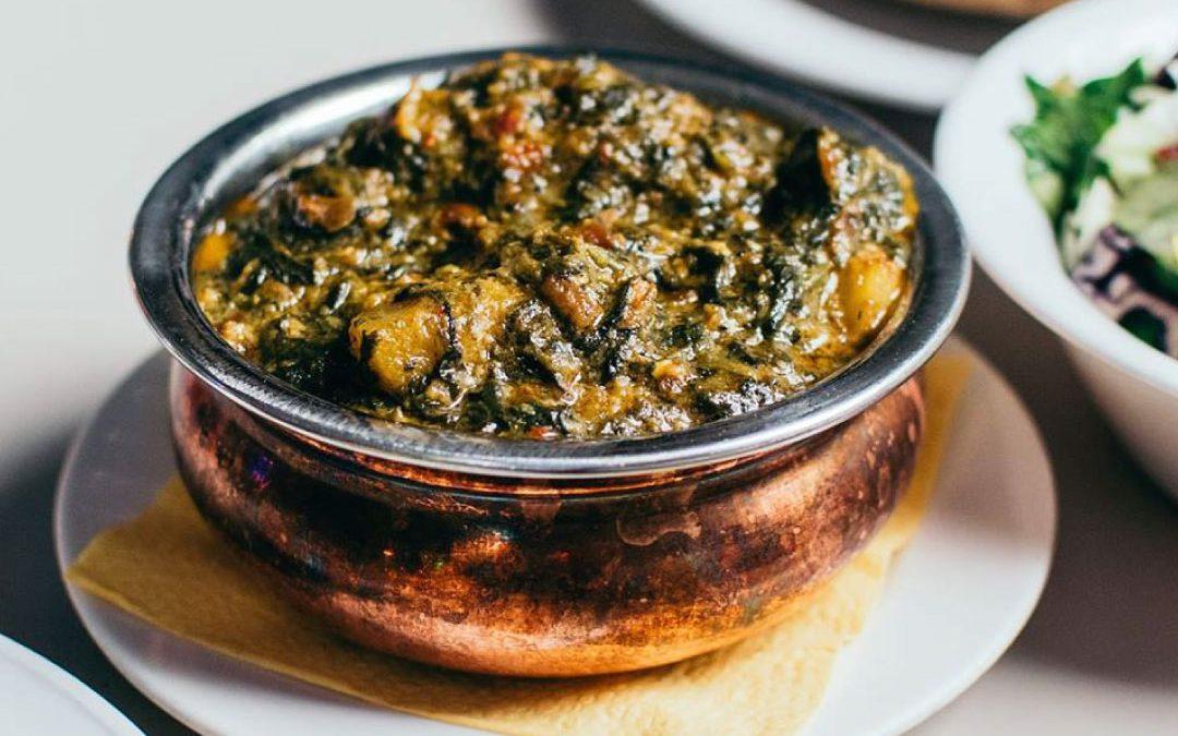 Verwarmende spinazie curry zonder vlees